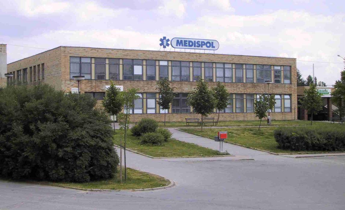 Archivní snímek budovy ZS MEDISPOL před rozsáhlou rekonstrukcí (2003)
